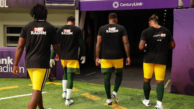 Photo: https://wkow.com/2020/09/13/packers-stay-in-locker-room-during-anthems/