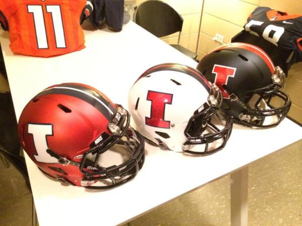11 Illinois helmets